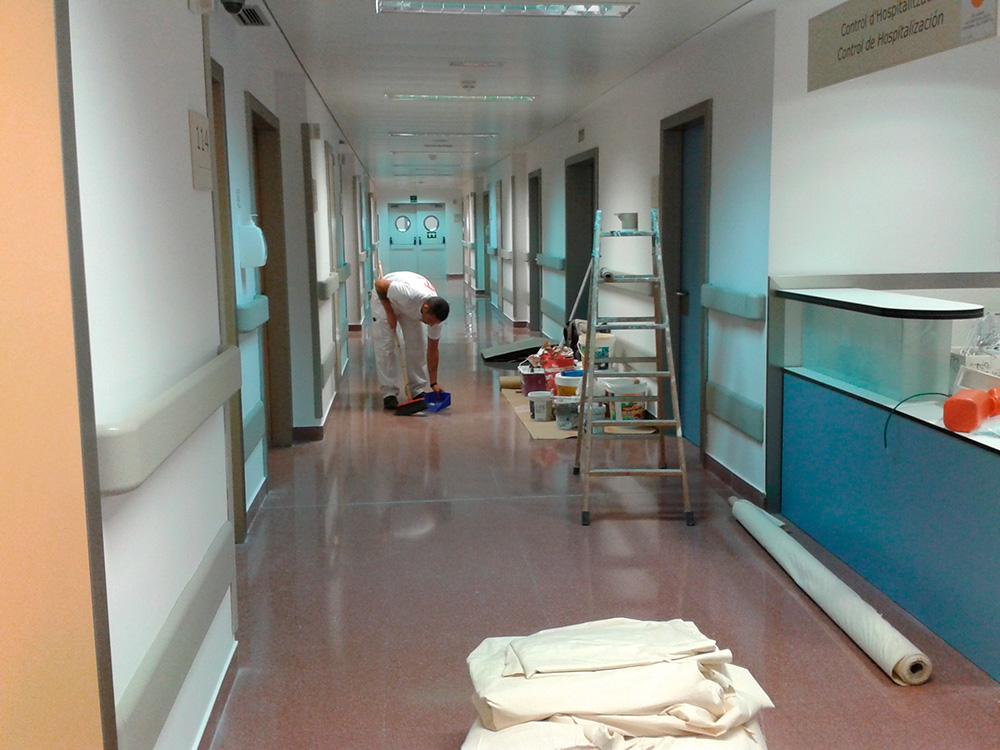 Trabajos de pintura en Hospital de Manises