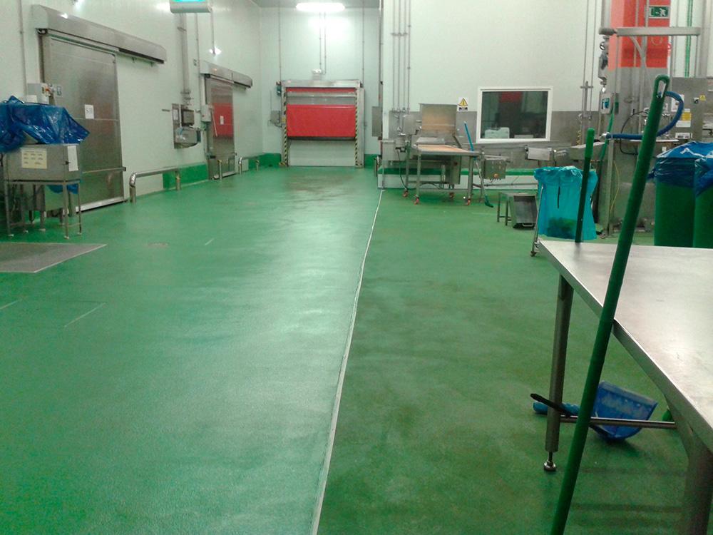 Trabajos de pintura en suelo industrial