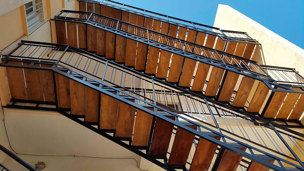 3_madera_edificio_los_carmenes