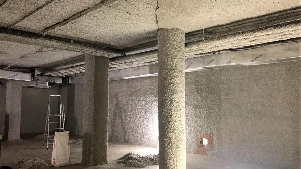Proyección de mortero de lana de roca en sala de máquinas